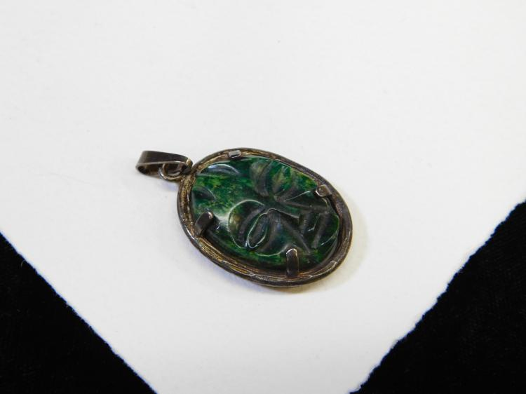 Lot 26: Vintage Sterling Silver Green Carved Stone Tiki Face Pendant 9G