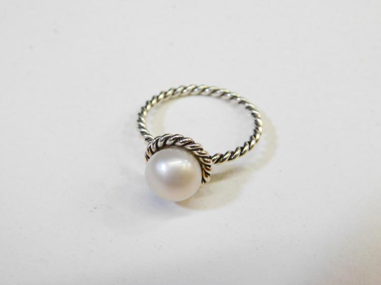 Modern Sterling Silver Cultured Pearl Fashion Ring Size 7.5