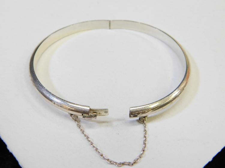 Vintage Sterling Silver Hinged Bangle Clamp Bracelet Signed Thailand 7.1G