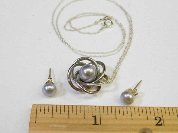 Lot 101: Vintage Sterling Silver Art Deco Grey Pearl Pendant Necklace With Earrings