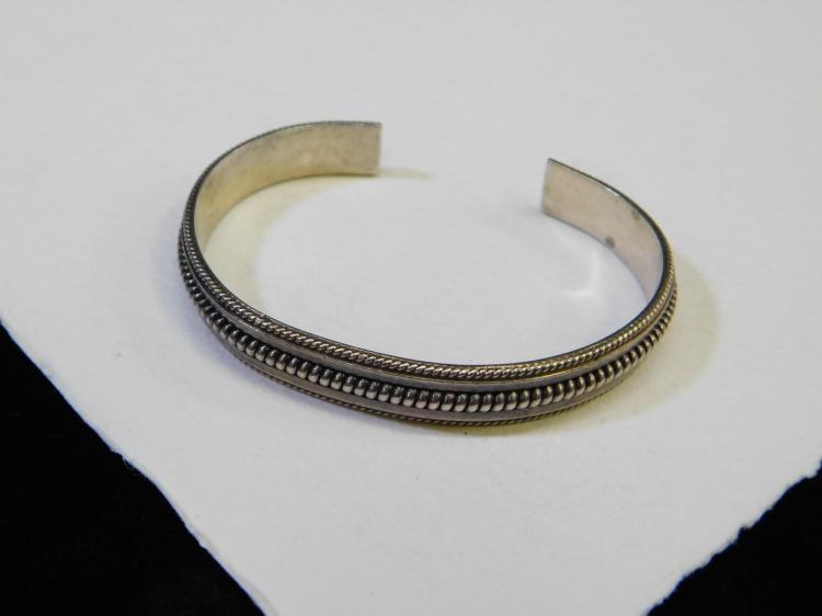 Vintage Navajo Sterling Silver Cuff Bracelet Signed Tahe 23.1G