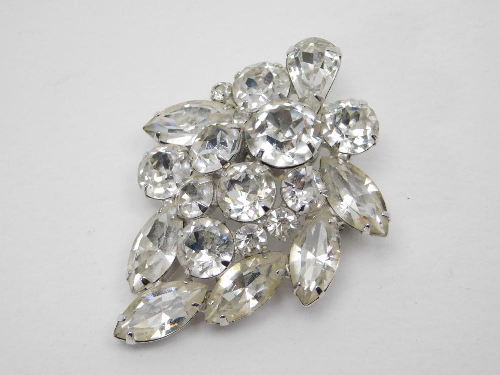 Vintage Weiss Costume Jewelry Rhinestone Brooch