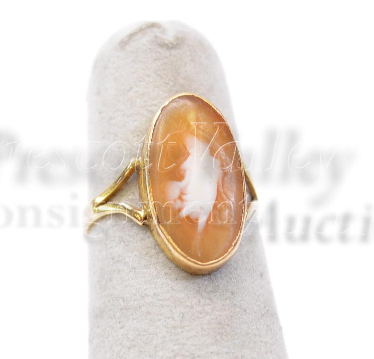 1.8 Gram 14K Yellow Gold and Carved Shell Cameo Vintage Ring Sz 5.25