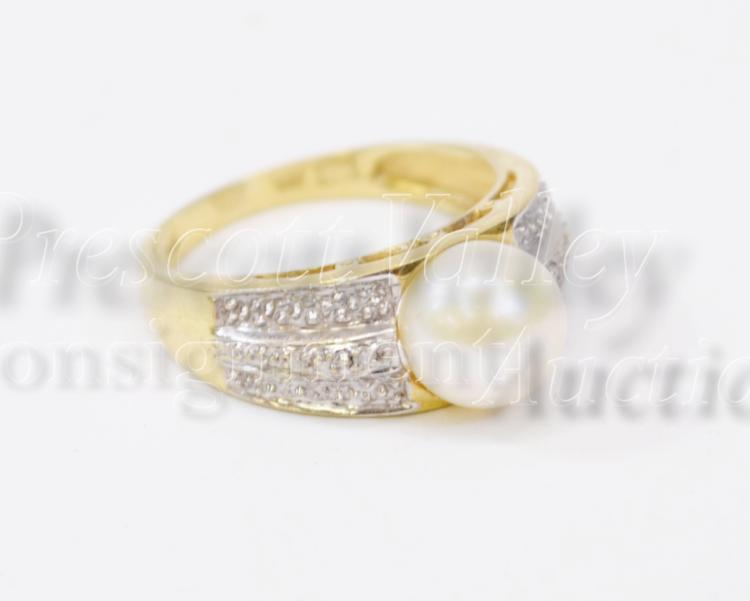 3.5 Gram 14K Yellow Gold and Diamond Chip Ring Sz 7