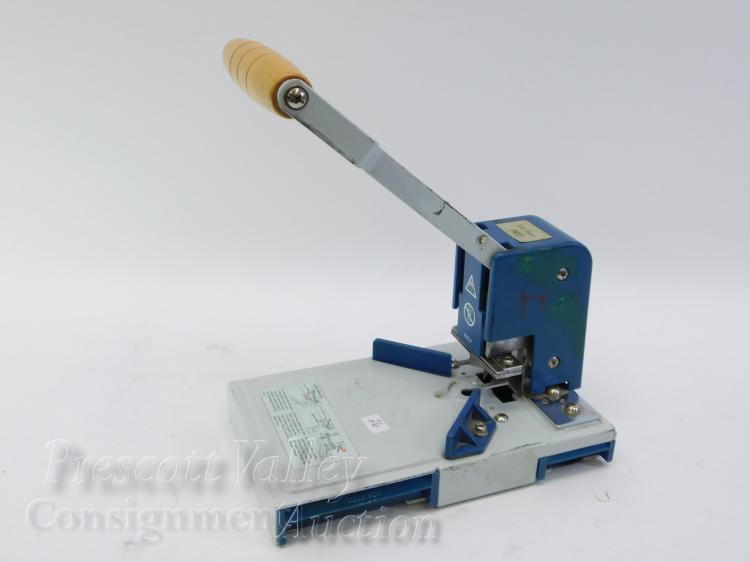 Lite Touch Pro Scrapbooking Craft Corner Rounder