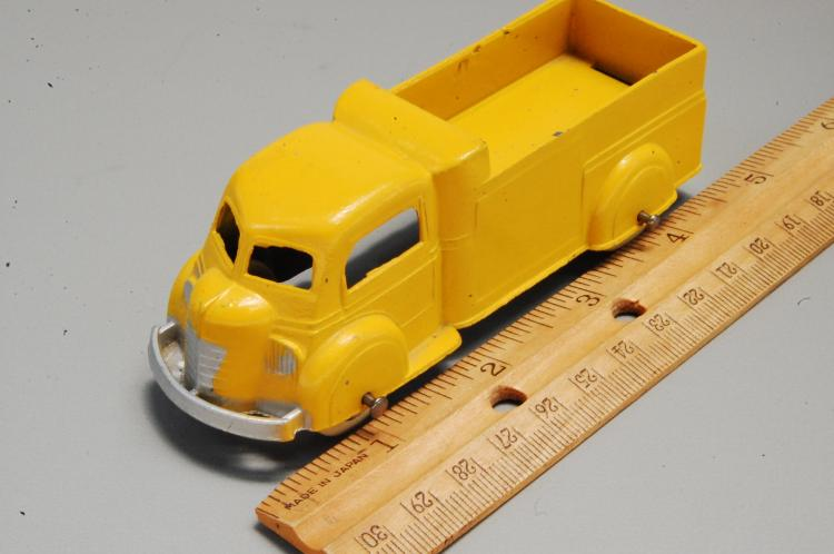 Lot 20: Antique Tootsie Toy No 1010 Diecast Dump Truck