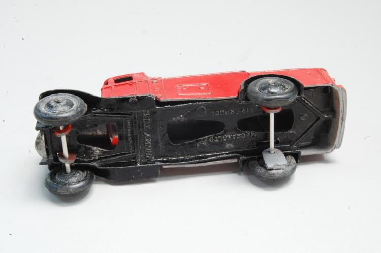 Lot 21: Antique Diecast Dinky Toys Mobil Oil Delivery Tank