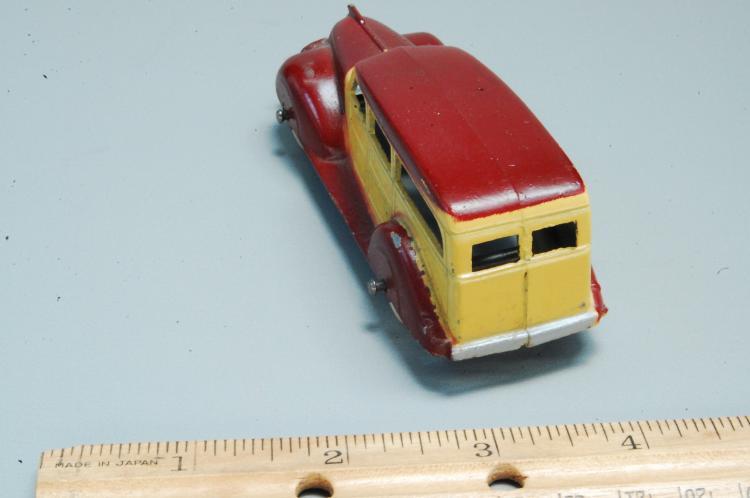 Lot 22: Antique Tootsie Toy No 1046 Woodie