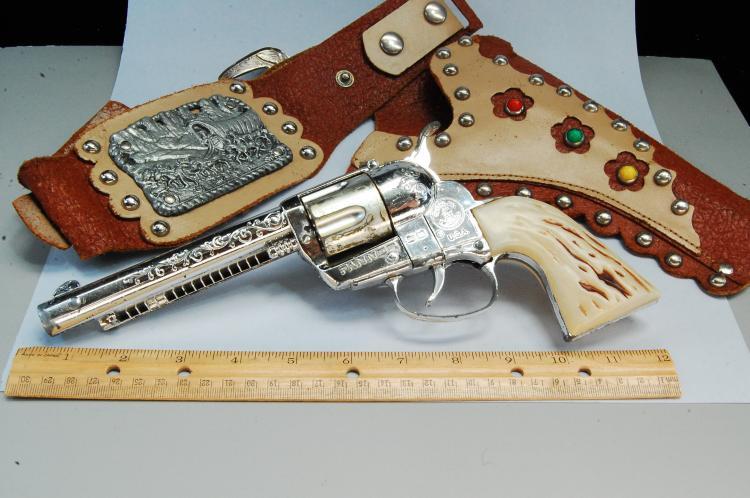 Lot 59: Vintage Mattel Fanner 50 Cap Gun With Holster & Belt