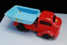 Lot 63: Antique Lincoln Toys Pressed Steel Dump Truck