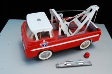 Lot 64: 1960s Nylint Pressed Steel Standard Oil Tow Truck