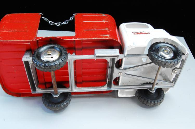Lot 65: Antique Structo Toys Flatbed Truck With Sides