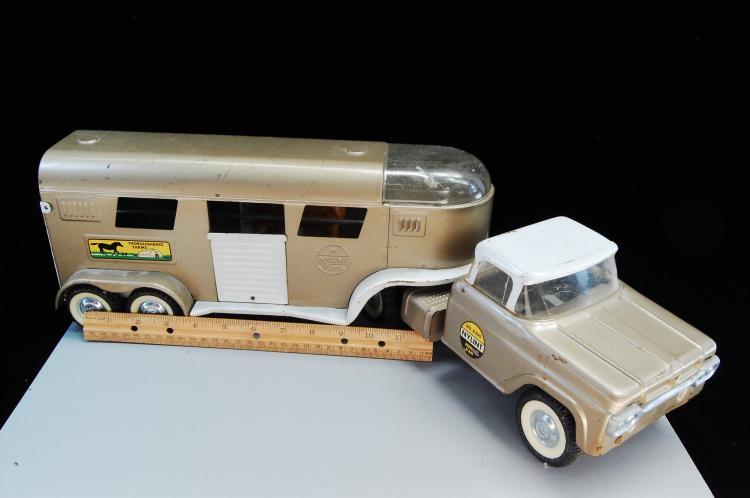 Lot 66: Vintage Nylint Toys No 6300 Pressed Steel Horse Van