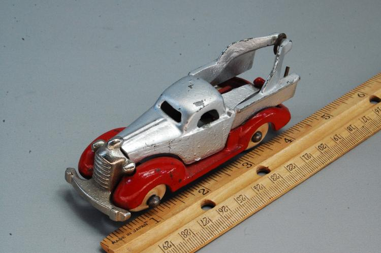 Lot 80: Antique Restored Cast Iron Arcade? Style Tow Truck