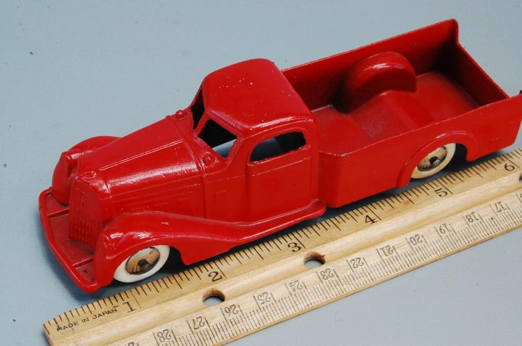 Lot 88: Antique Tootsie Toy Diecast Pick Up Truck