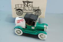Lot 96: 1989 Ertl 1918 Canada Dry Barrel Car or Truck Bank