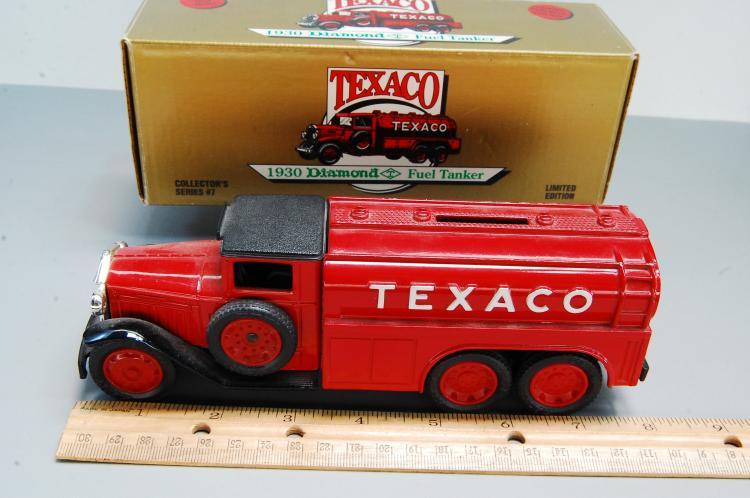 Lot 111: 1990 Texaco #7 1930 Diamond Fuel Tanker Bank
