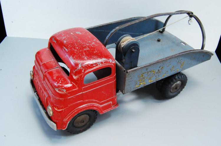 Antique Wind Up Diecast Structo Toy Tow Truck