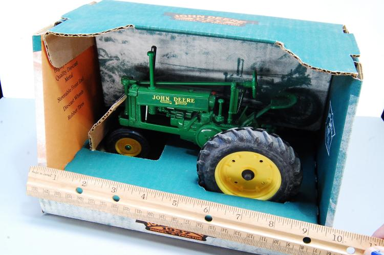 Lot 141: 1996 Ertl John Deere 1937 Model B Tractor In Origi