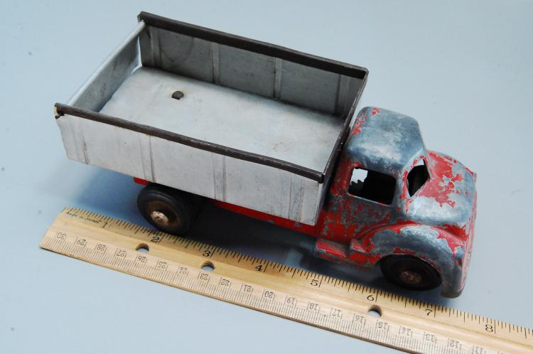 Lot 143: Antique Wind Up Diecast Structo? Toy Dump Truck