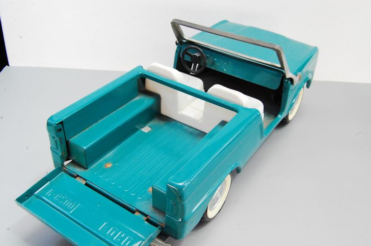 Lot 145: Vintage Nylint Turquoise Ford Bronco N-8200 Presse