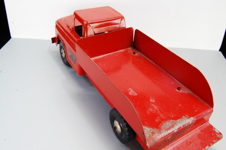 Lot 146: Antique Pressed Steel Mitten Industries Flat Bed T
