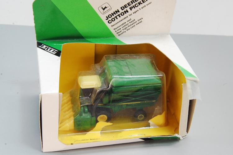 Vintage Ertl John Deere 1/80th Scale Cotton Picker