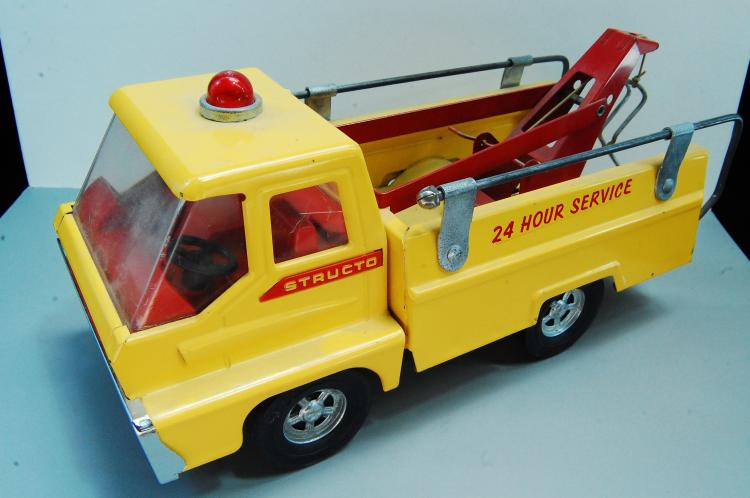 Lot 152: 1966 Structo 24 Hour Pressed Steel Service Tow Tru