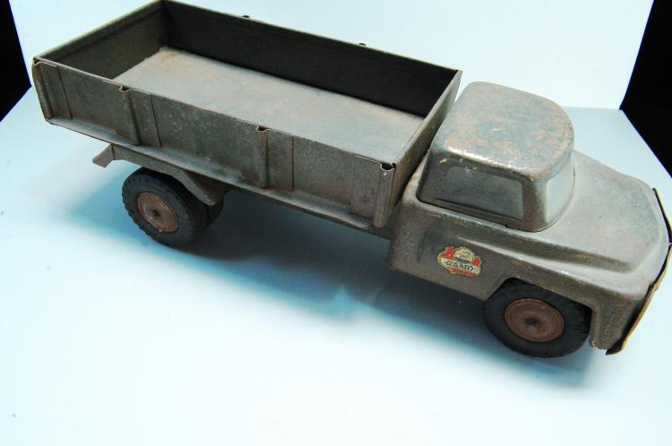 Lot 153: 1955 Gamo Trujillo Pressed Steel Military Flat Bed