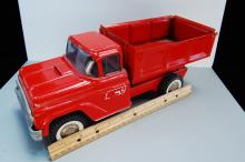 Lot 154: Vintage Buddy L Pressed Steel Red Dump truck