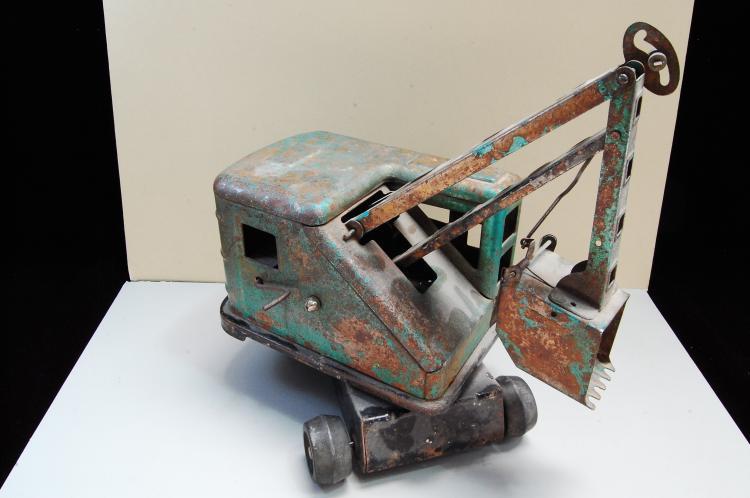 Lot 167: Antique Marx Automatic Scoop Power Shovel Pressed