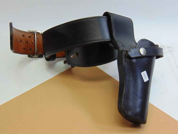 "Smith & Wesson 40"" Waist Leather Belt W/ Holster"