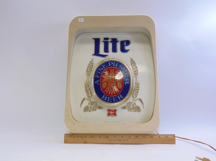 Lot 83: Vintage Everbrite Miller Light Fine Pilsner Beer Lighted Advertising Sign