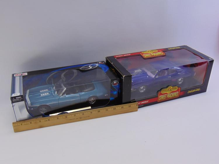Lot 93: Lot of 2 1:18 Die cast Chevy Cars Maisto '68 Camaro SS & Ertl American Muscle '70 Chevelle Street Machine