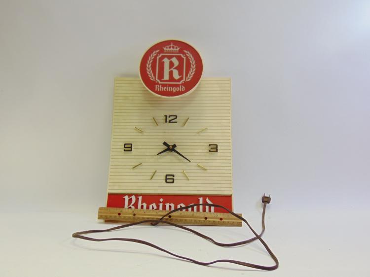 Lot 130: Vintage Polytech Display Corp. Rheingold Beer Advertising Lighted Clock