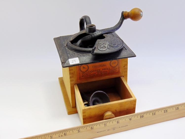 Lot 24: Vintage Wrightsville Hardware Co No 1707 Colonial Coffee Mill
