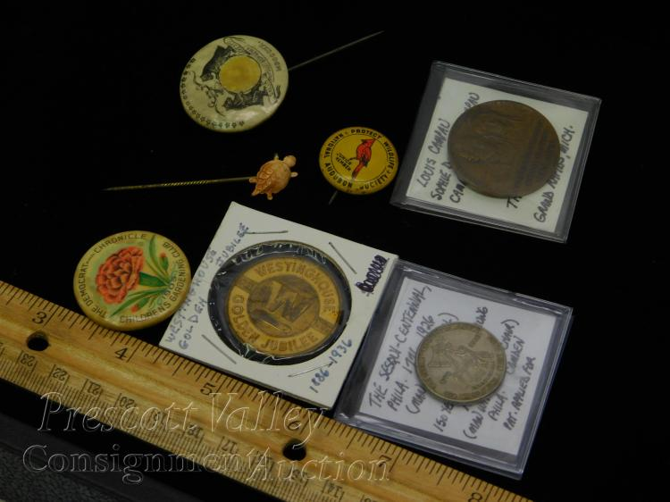 Lot 3: Lot of Vintage Commemorative Tokens Buttons and Hat Pin