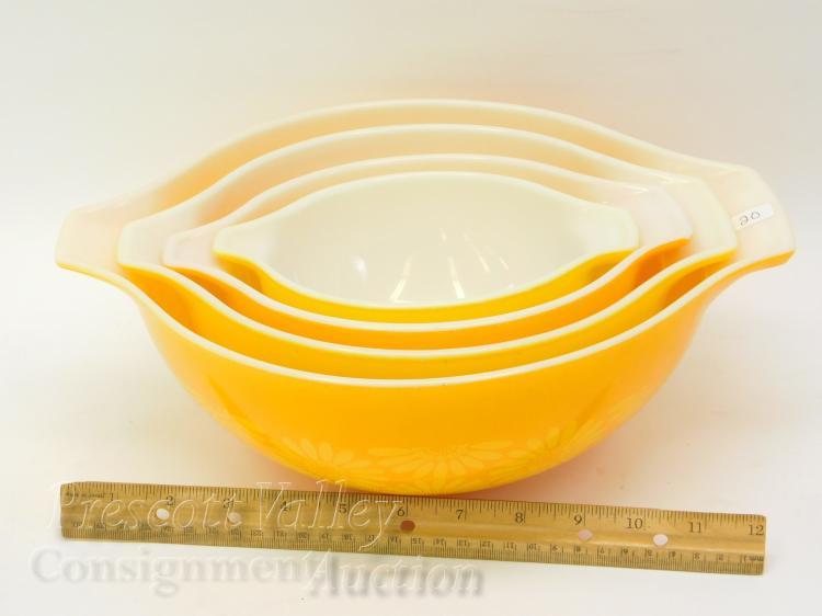 Lot 20: Lot of 4 Vintage Yellow and Flower Print Pyrex Graduated Mixing Bowls with Handles Set