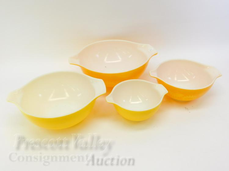Lot of 4 Vintage Yellow and Flower Print Pyrex Graduated Mixing Bowls with Handles Set
