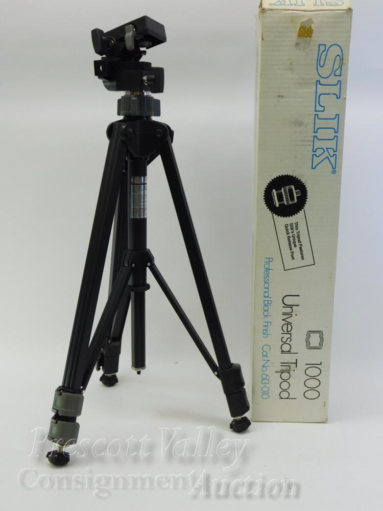 Lot 26: Unused Silk 1000 Professional Black Universal Tripod in Box