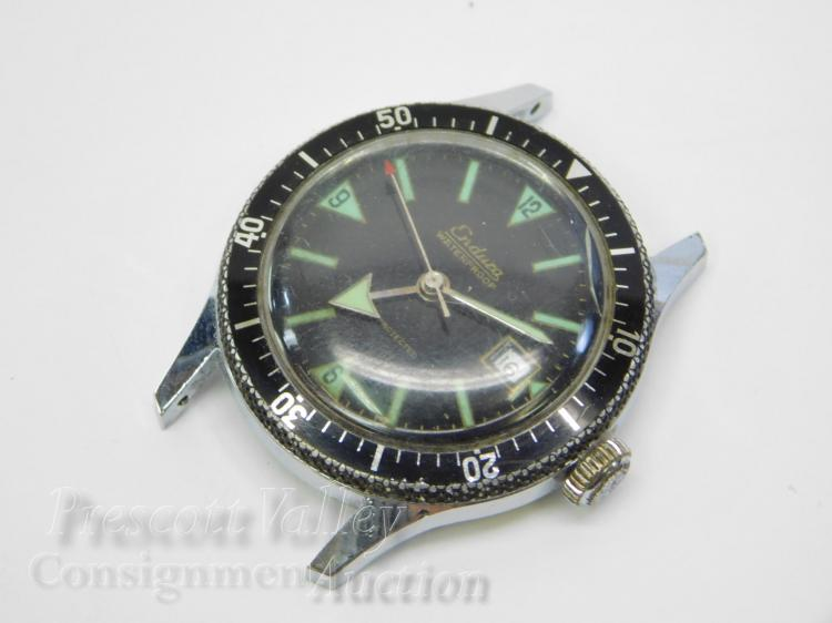 Lot 130: Vintage Endura Swiss Made Manual Wind Waterproof 5 ATM Men's Date Diving Wrist Watch