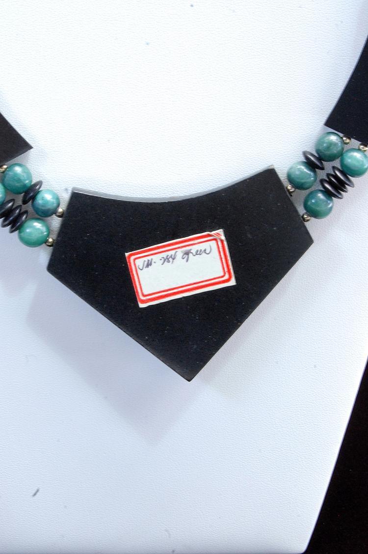 Lot 6: Costume Jewelry Ladies Inlaid Necklace