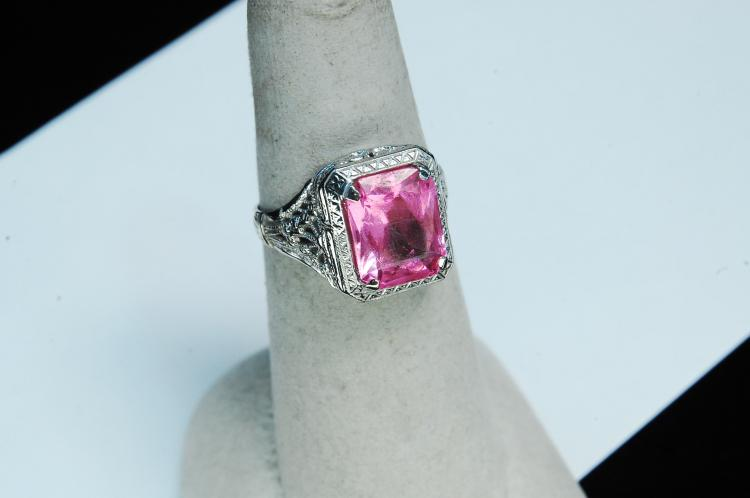 Vintage 10K Gold Pink Sapphire Ladies Ring Sz 6