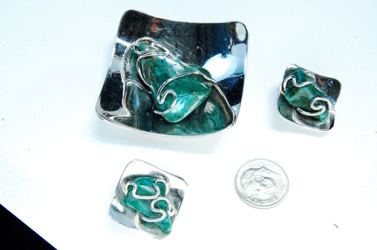 Lot 47: Nickel Silver Malachite Pendant & Earrings Set
