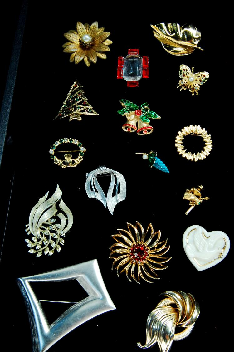 Vintage Assorted Costume Jewelry Ladies Brooch Lot
