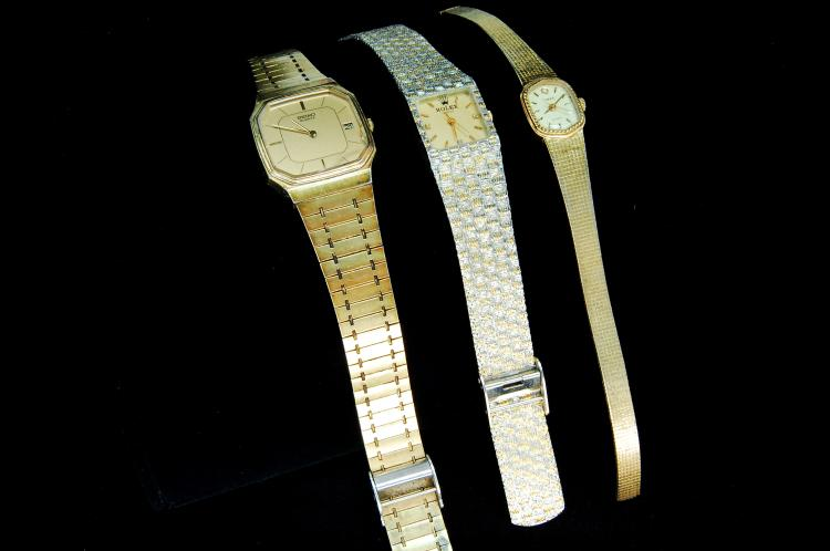 Lot 71: Seiko Timex Mens & Womens Dress Watch Lot Of 3