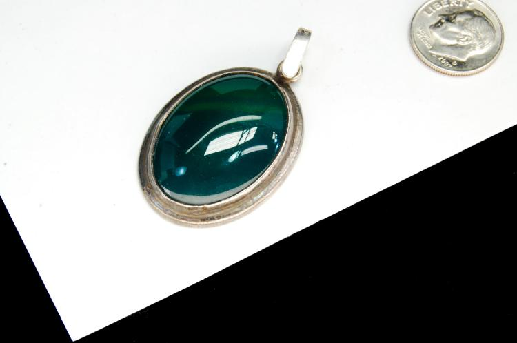 Lot 73: Vintage Sterling Silver Green Agate Pendant