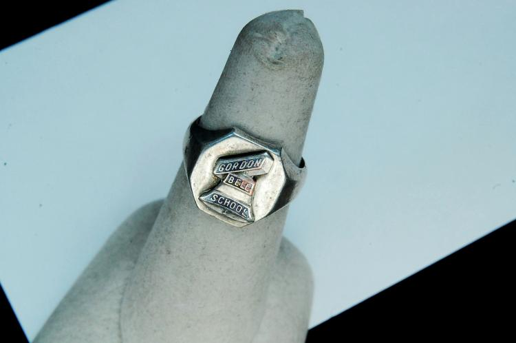 "Lot 74: Vintage 5.5g Sterling ""Gordon Bell School"" Ring S6"