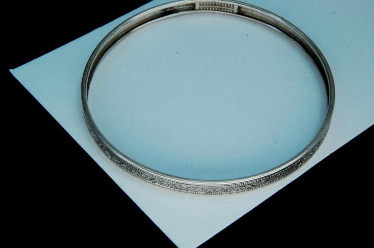 Lot 93: Vintage 6g Sterling Silver Ladies Bangle Bracelet