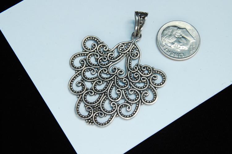 Lot 167: Vintage 5.5g Sterling Silver Filigree Pendant